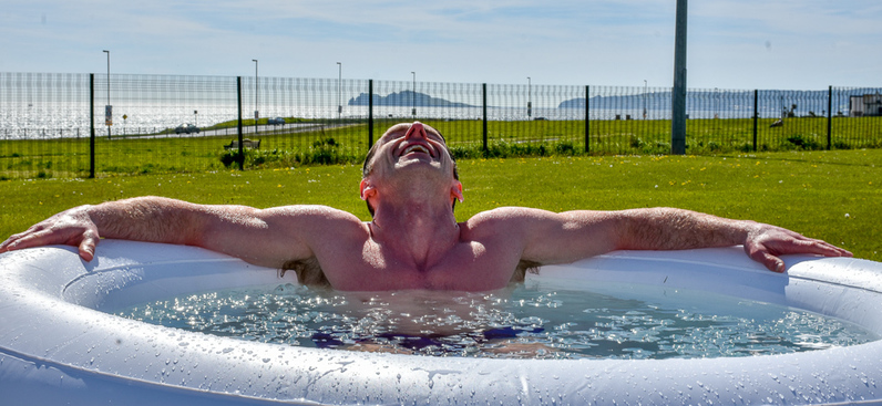 Leo Ryan in an ice bath - The Wim Hof MethodLeo Ryan